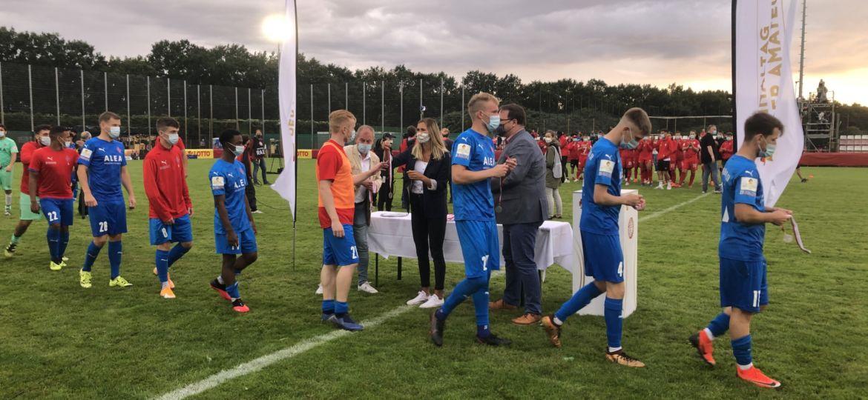 Siegerehrung LOTTO-Pokal Endspiel Bremen Blumenthaler SV - FC Oberneuland